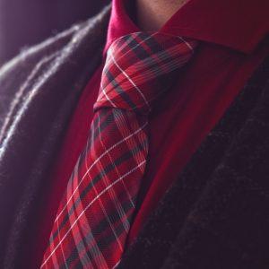Červeno čierna kockovaná kravata