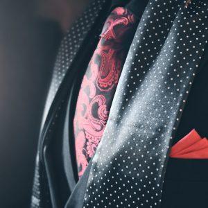 Čierny bodkovaný pánsky hodvábny elegantný šál