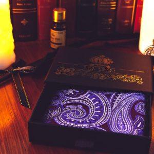 Fialová pánska náprsná vreckovka do saka, fialová paisley