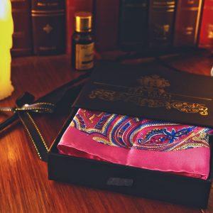 Ružová náprsná vreckovka do saka