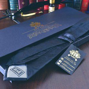 čierna pánska hodvábna kravata paisley Crown Collection