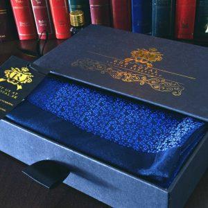 Hodvábny elegantnýpánsky šál modrý floral vhodný do saka alebo kabátu