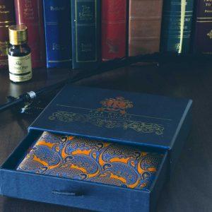 Náprsná pánska vreckovka do saka modro-oranžová paisley z tkaného hodvábu