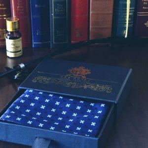 Modrá hodvábna náprsná vreckovka do saka foulard z tkaného hodvábu