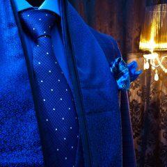 Luxusný darčekový set s hodvábnym šálom, hodvábnou kravatou la setom luxusných vreckoviek do saka