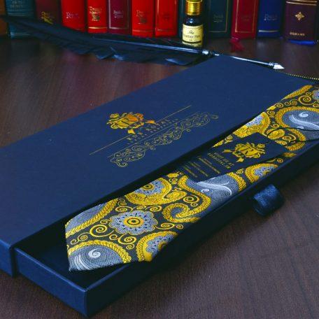 hodvábna zlatá paisley elegantná kravata